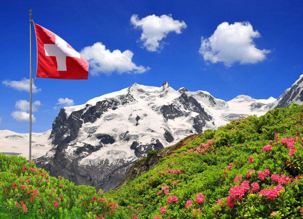 glavnaja-gora-monte-roza-i-shvejcarskij-flag-8434440-2946636